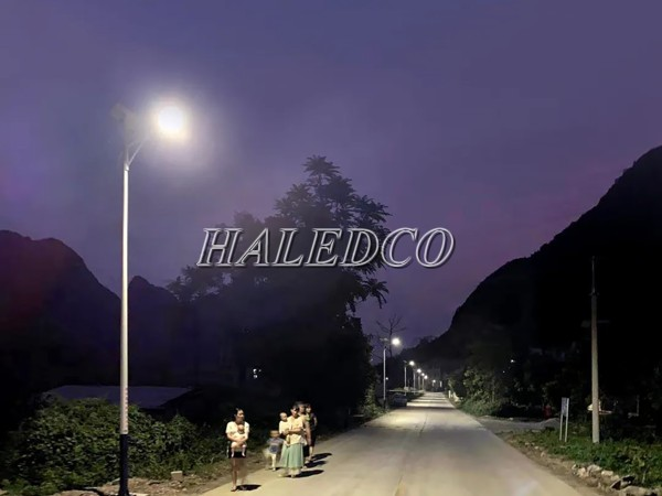 Đèn đường HLS1-30 chiếu sáng đường nông thôn