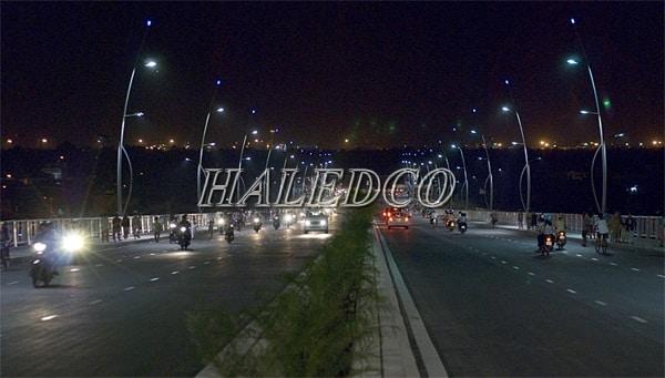 Lắp đặt đèn đường led HLS1-120w chiếu sáng đường đô thị