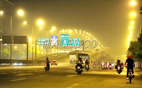 Ứng dụng đèn đường led HLS10-200 chiếu sáng cầu vượt