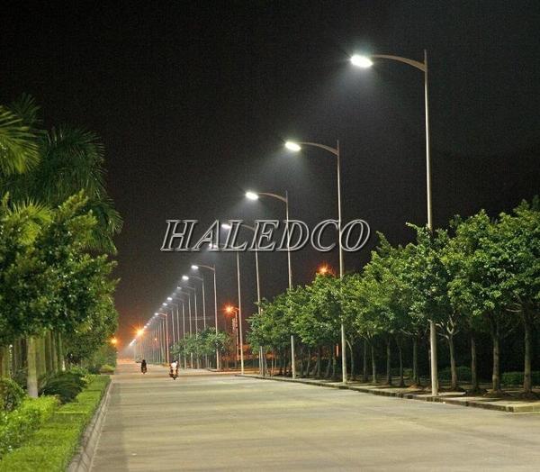 Lắp đặt đèn đường led HLS2-180w trong chiếu sáng đường phố