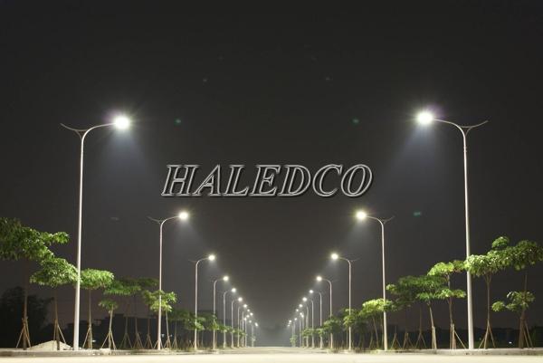 Lắp đặt đèn đường led HLS3-210w chiếu sáng đường phố