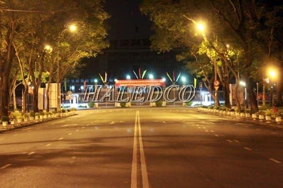 Lắp đặt đèn đường led HLS5-28 chiếu sáng đường phố
