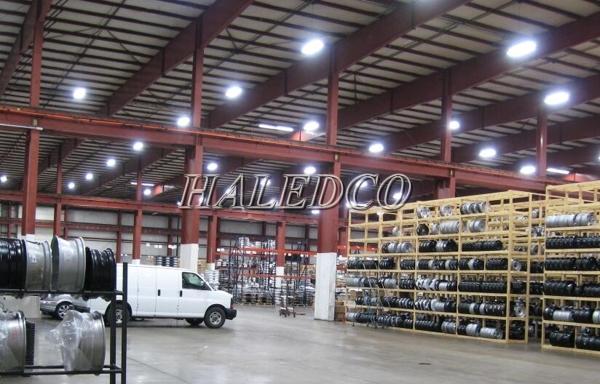 Lắp đặt đèn led nhà xưởng HLHB2-200w chiếu sáng nhà máy sản xuất