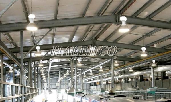 Lắp đặt đèn led nhà xưởng HLHB3-100w chiếu sáng nhà xưởng sản xuất