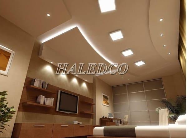 Phòng khách sử dụng đèn led ốp trần vuông HLDLV5-24w