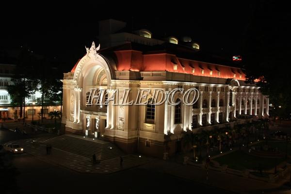 Ứng dụng chiếu sáng tòa nhà của đèn pha led HLFL5-150w