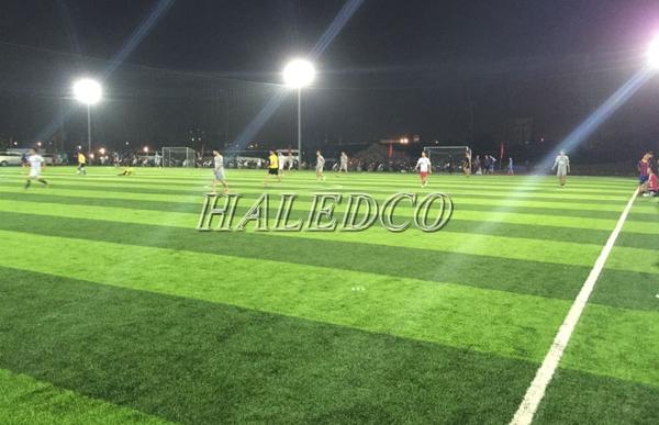 Ứng dụng chiếu sáng sân bóng của đèn pha led HLFL3-100w
