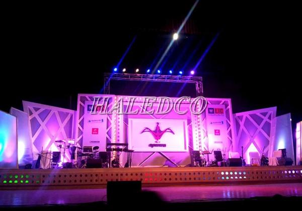 Đèn pha led HLFL3-400w chiếu sáng sân khấu lớn