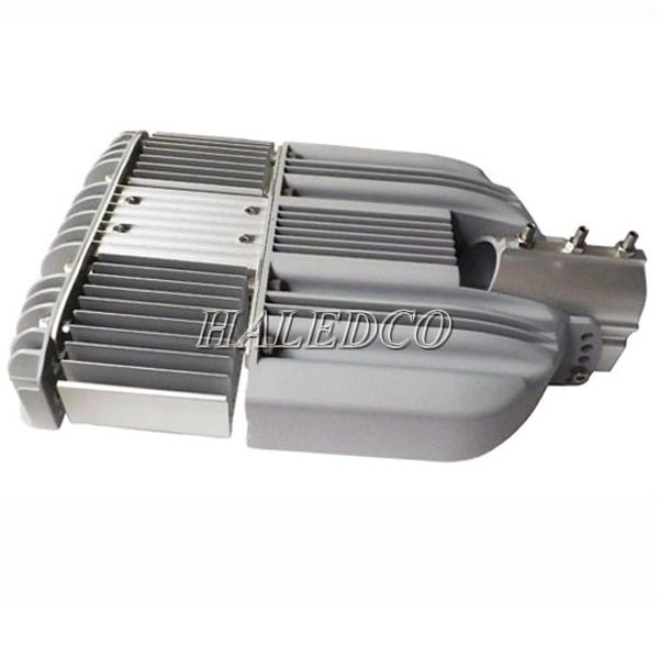 Tản nhiệt ở sau thân đèn đường led HLS9-50