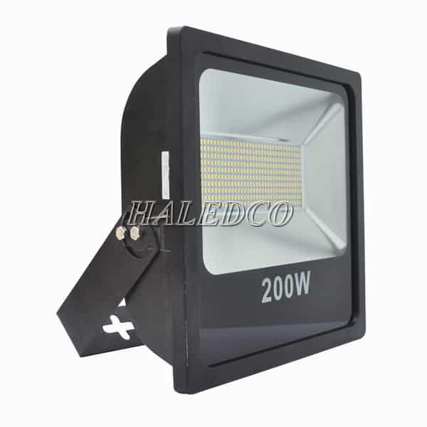Kiểu dáng thân đèn pha led HLFL6-200w