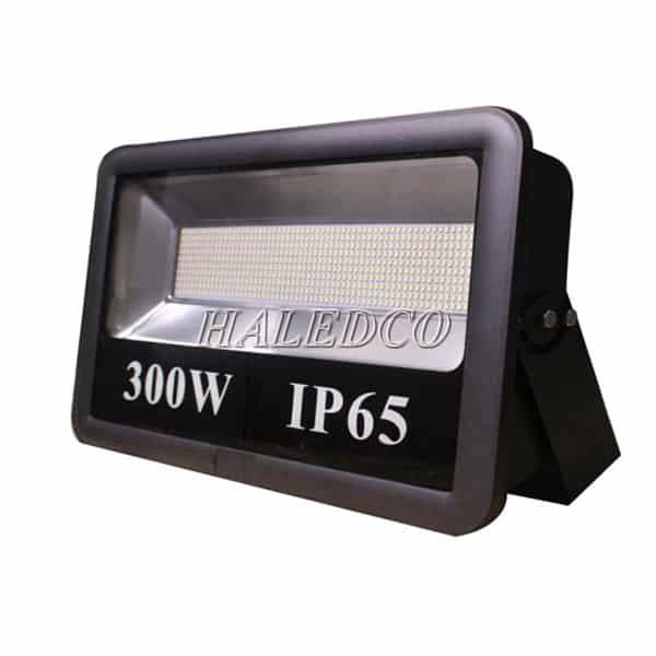 Kiểu dáng thân đèn pha led HLFL6-300w