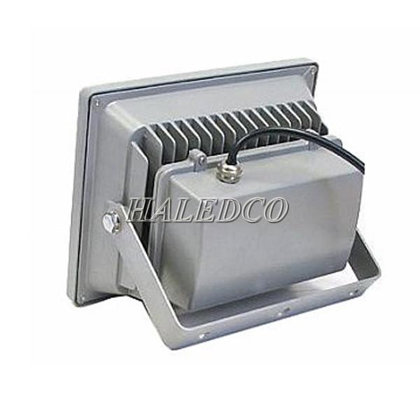 Bộ tản nhiệt trên thân đèn pha led HLFL1-30w