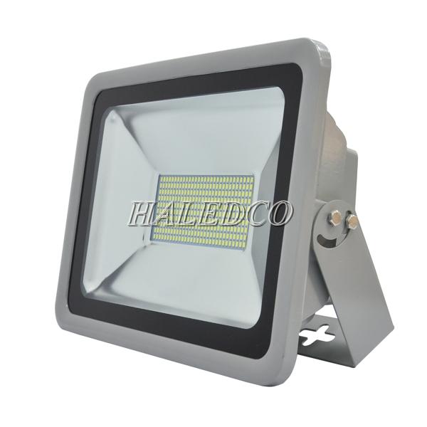 Kiểu dáng thân đèn pha led HLFL5-150w