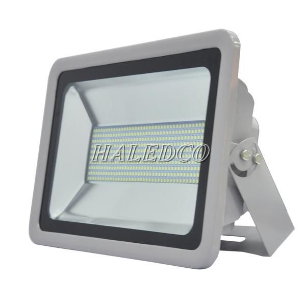 Kiểu dáng thân đèn pha led HLFL5-200w