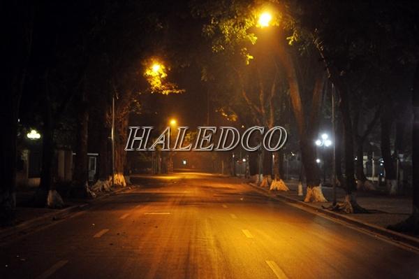 Ứng dụng đèn đường led HLS12-90 chiếu sáng đường đô thị