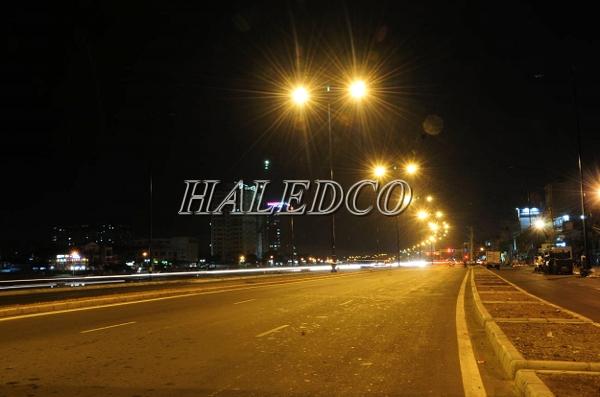 Đèn đường led HLS6-60 chip SMD chiếu sáng đường đi khu công nghiệp