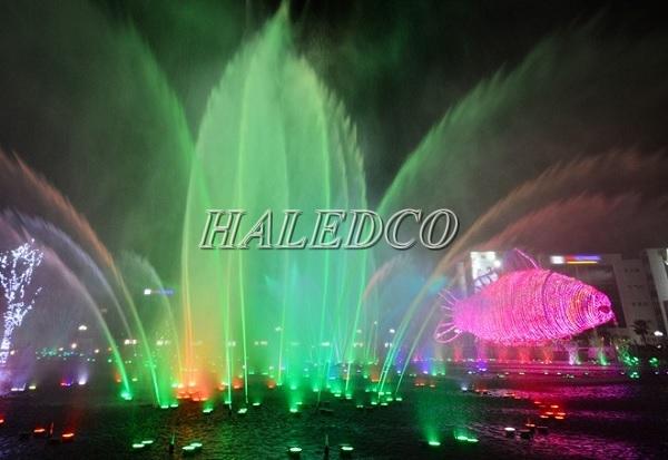 Đèn led dưới nước 36w đổi màu dạng đế HLUW1-36 RGB ứng dụng chiếu sáng đài phun nước