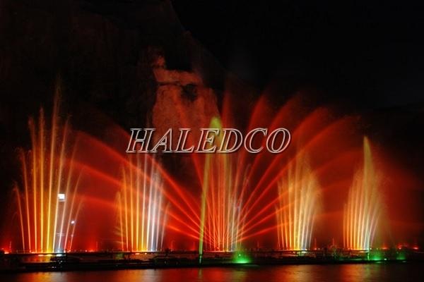 Đèn led âm nước 9w HLUW1-9 ứng dụng chiếu sáng đài phun nước
