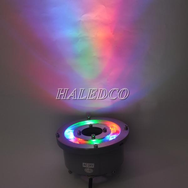 Đèn âm nước dạng bánh xe là đèn dưới nước hồ cá có vòi phun