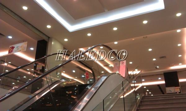 Đèn led downlight chiếu sáng trung tâm thương mại