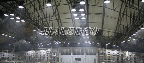 Lắp đặt đèn led nhà xưởng trong nhà máy