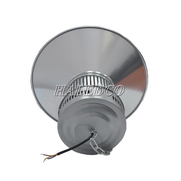 Nguồn đèn được tích hợp trong thân đèn