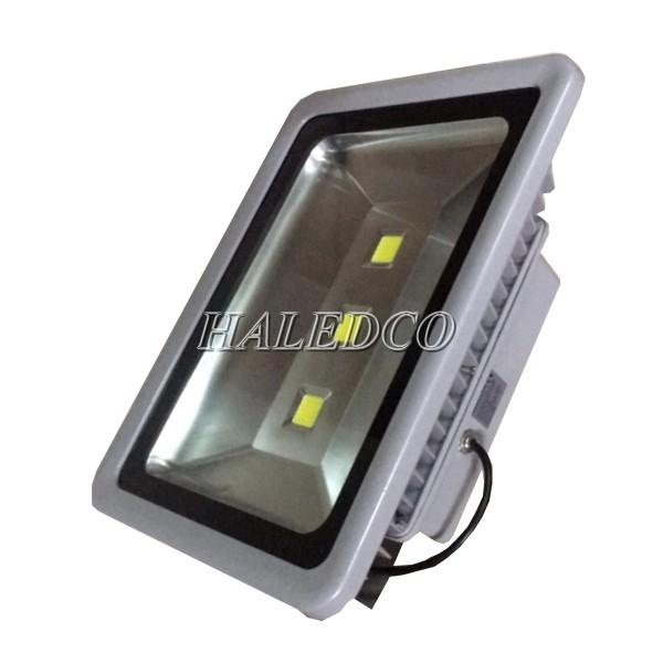 Đèn pha led HLFL1-150w cấu tạo mặt kính cường lực
