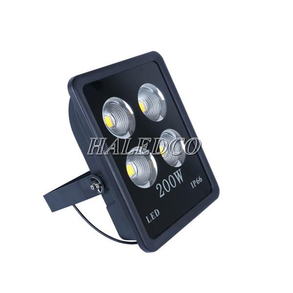 Đèn pha led HLFL10-200w sử dụng chóa ly