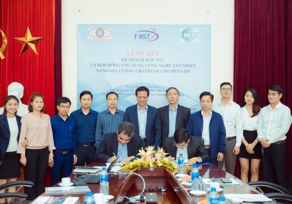 Lễ ký kết chuyển giao công nghệ tản nhiệt nano cho đèn led giữa Viện Hàn Lâm khoa học và công nghệ Việt Nam với công ty đèn led Haledco