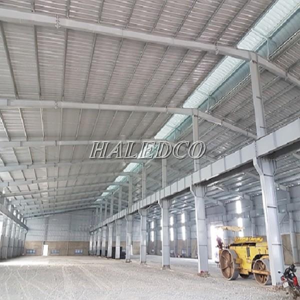 Hình ảnh nhà xưởng có phần mái nhà xưởng cao