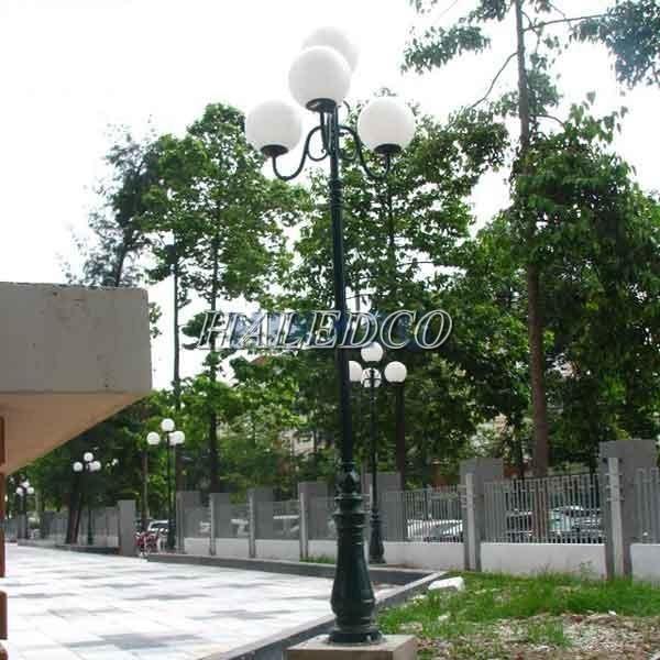 Kiểu dáng đèn chùm công viên 4 bóng