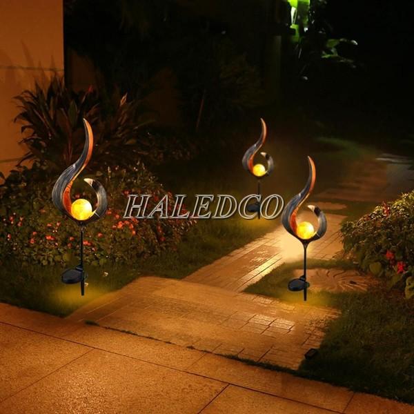Đèn sân vườn năng lượng mặt trời kiểu ánh trăng