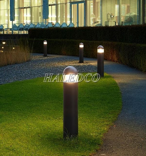 Đèn trụ sân vườn hiện đại đơn giản trong thiết kế