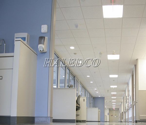 Đèn chiếu sáng hành lang