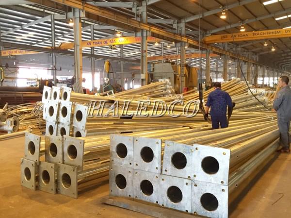Chất liệu cấu tạo của cột đèn bát giác liền cần đơn 8M HLCDDBG 8M