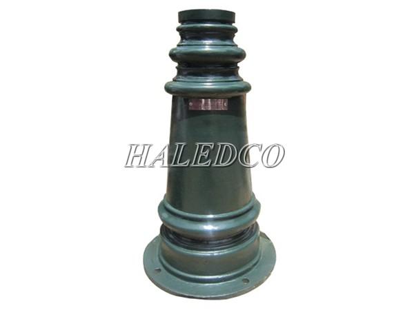 Kiểu dáng đế gang của cột đèn sân vườn Pine