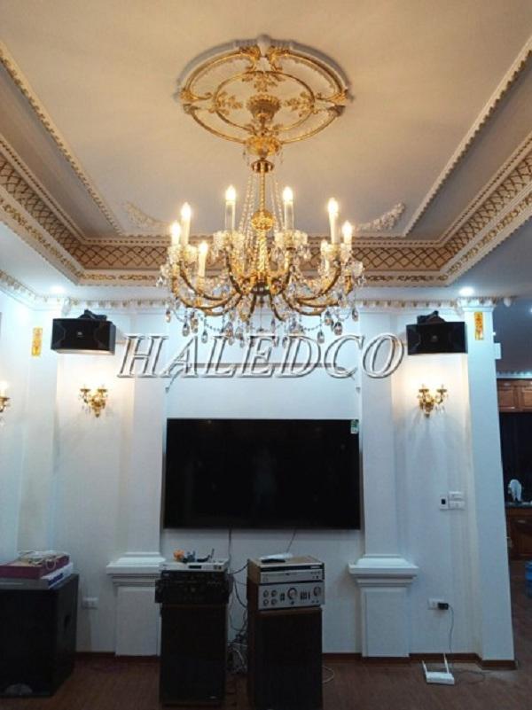 Đèn chùm 8 bóng lắp đặt không gian phòng khách gia đình