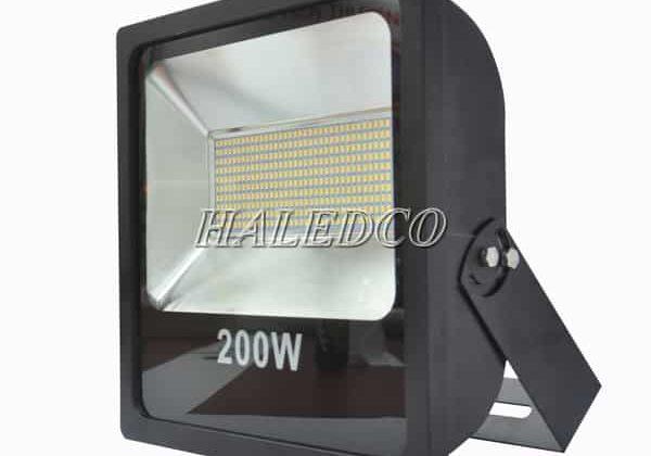 Báo giá 99+ đèn pha LED 200W IP66 ngoài trời siêu sáng 2021