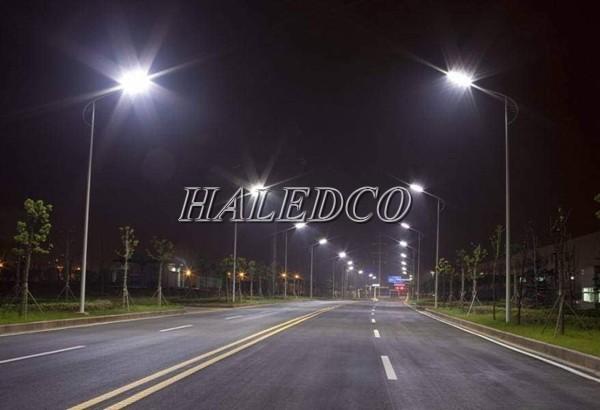 Đèn đường LED HLS19-100 chiếu sáng đường cao tốc