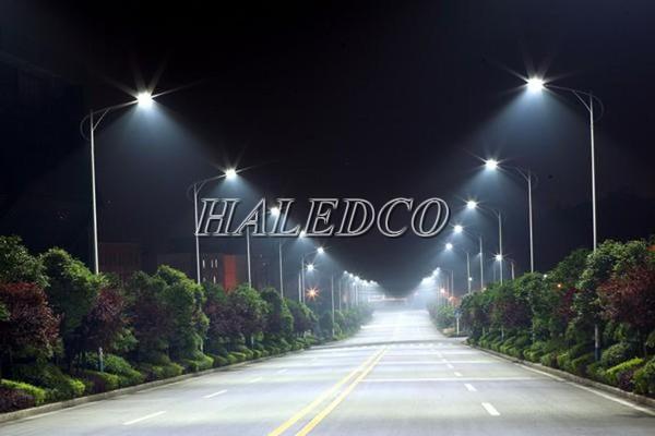 Đèn đường LED HLS24-100 chiếu sáng đường giao thông đô thị