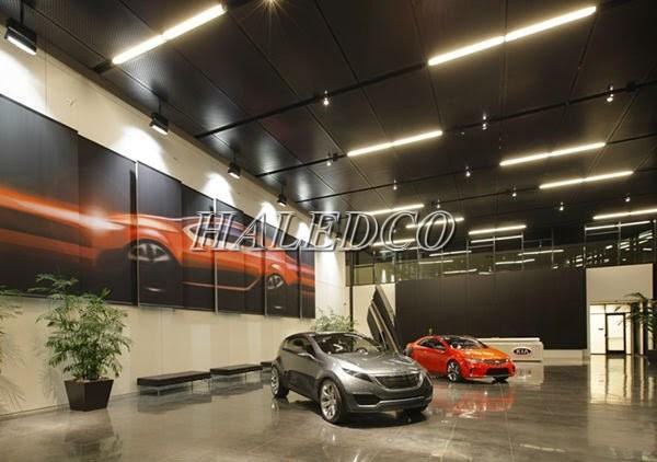 Đèn tuýp LED chiếu sáng showroom ô tô