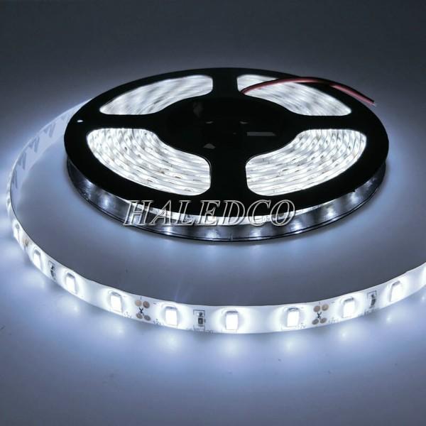 Đèn LED dây dán ánh sáng trắng