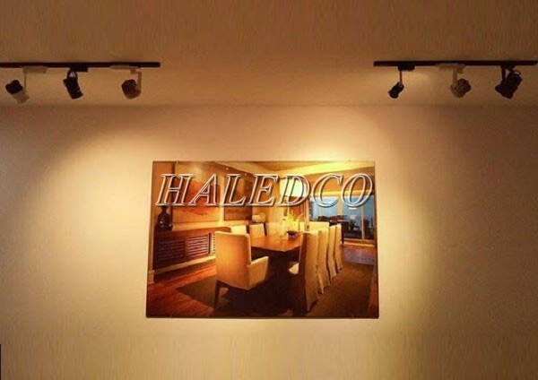Đèn LED ray rọi tạo điểm nhấn không gian chiếu sáng trong nhà