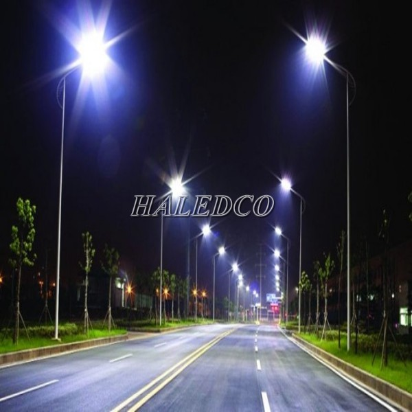 Đèn đường LED HLS12-100 chiếu sáng đường phố