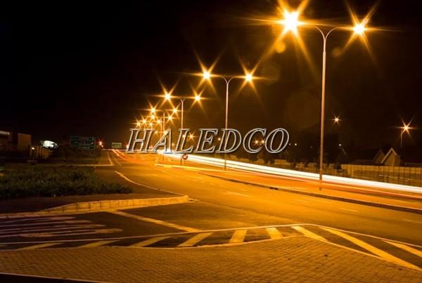 Đèn đường LED HLS10-300 chiếu sáng đường cao tốc