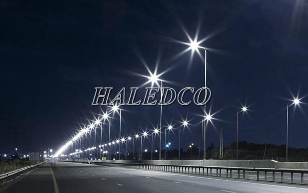Đèn đường LED HLS14-300 chiếu sáng đường cao tốc